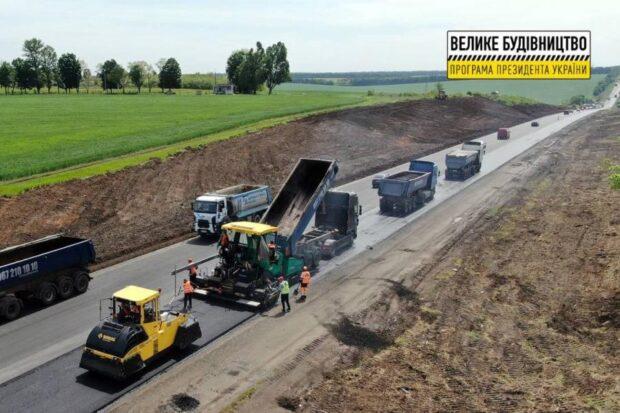 На окружной дороге заасфальтировали 40,6 км в выравнивающем слое