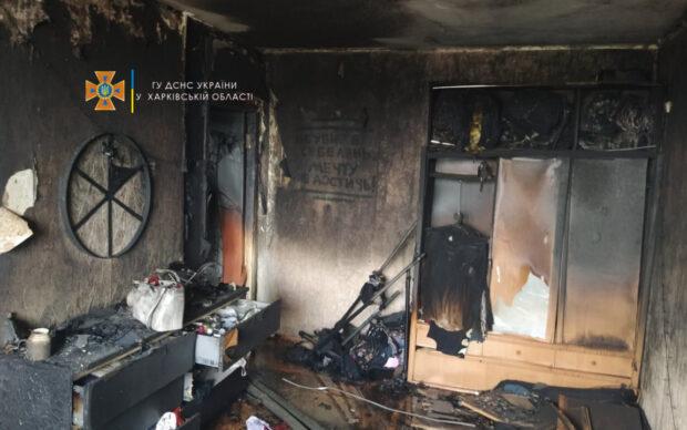 В многоэтажке под Харьковом горела квартира: спасатели эвакуировали 43 человека