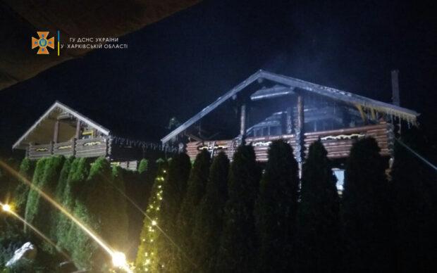 В Харькове сгорел двухэтажный котедж
