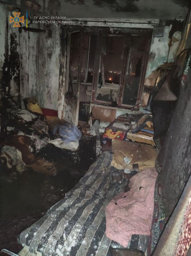 В Харькове в 9-этажном жилом доме горела квартира: пожарные спасли хозяина жилья