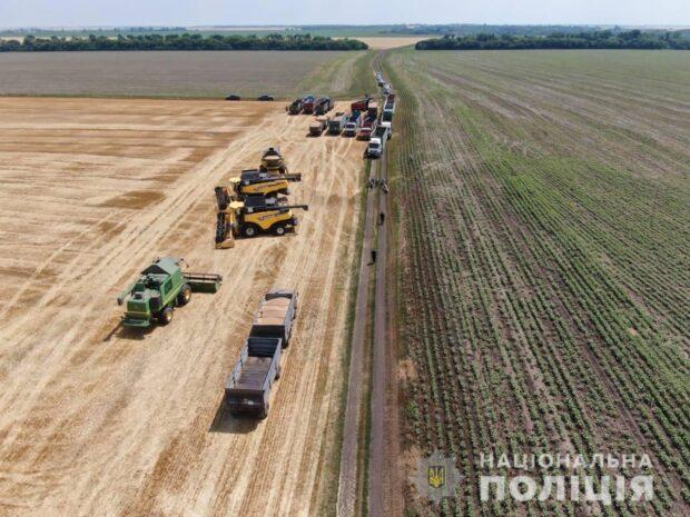 В Харьковской области полицейские остановили сбор урожая пшеницы