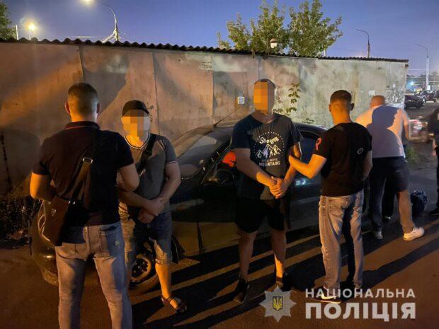 В Харькове задержали двух «сканеристов», которые обворовывали автомобили