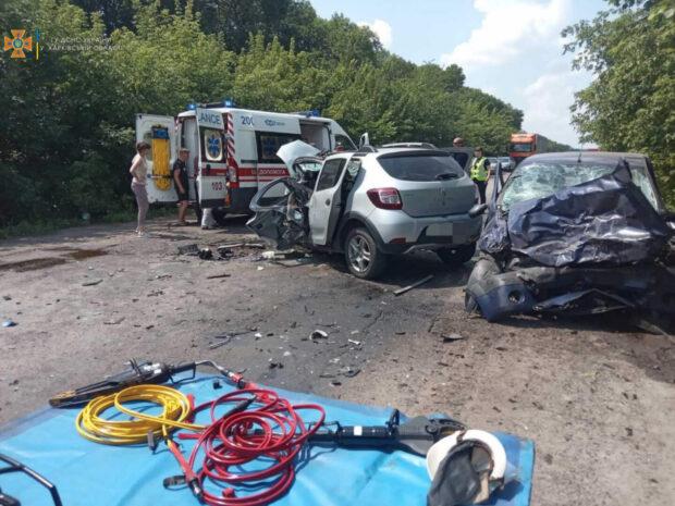 В результате аварии в Харьковской области пострадали два человека