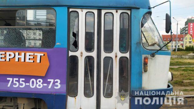 В Харькове неизвестные обстреляли трамвай