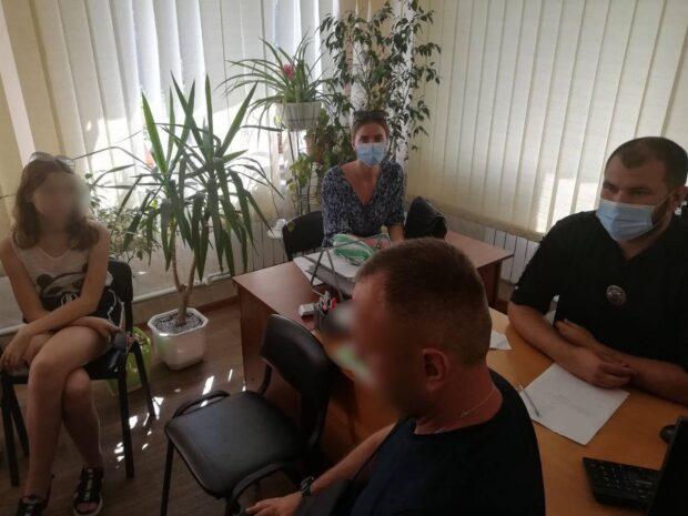 В Харьковской области на родителей несовершеннолетних, которые радио видео Tik Tok сорвали дорожный знак, составили админпротокол