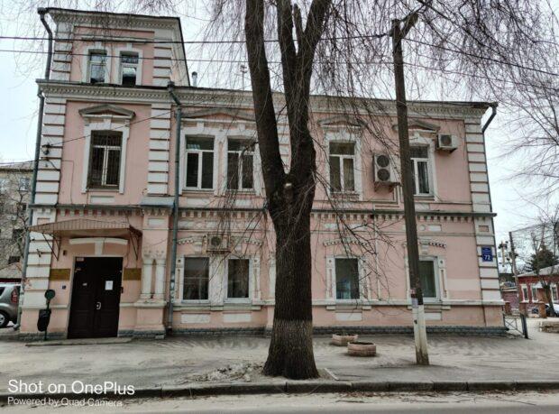 Здания Гоструда в центре Харькова на аукционе купила компания застройщик, которая строит многоэтажку в Песочине