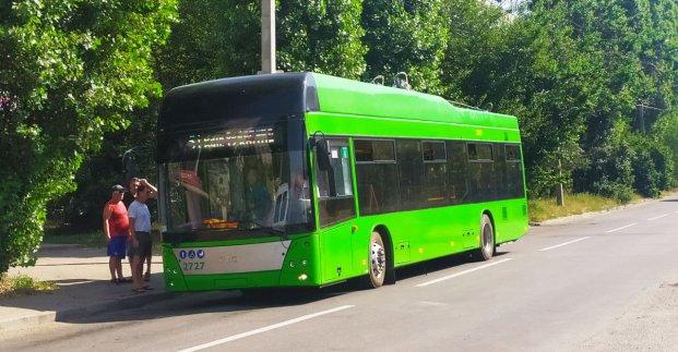 На Роганский жилмассив начали ходить троллейбусы с автономным ходом