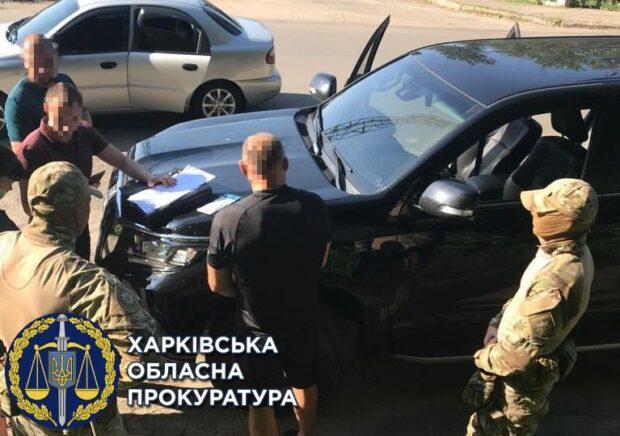 В Харьковской области задержали двоих мужчин, которые вымогали пять тысяч долларов