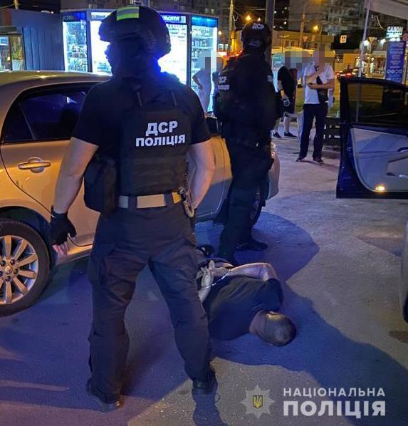 Вымогали деньги у студентов и иностранцев: в Харькове полиция задержала преступную группировку