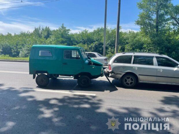 В Харькове столкнулись три автомобиля: пострадала девушка