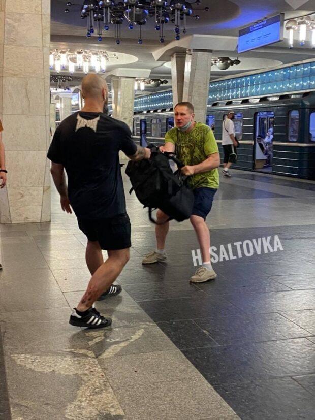 В харьковском метро подрались мужчины: полиция открыла уголовно дело
