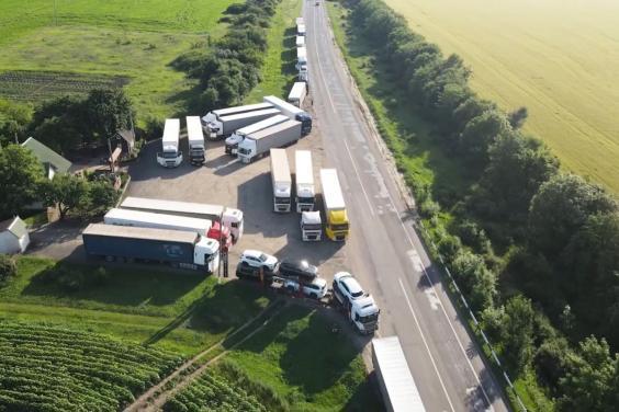 В Харьковской области при температуре воздуха выше 28°C действуют ограничения движения грузовиков