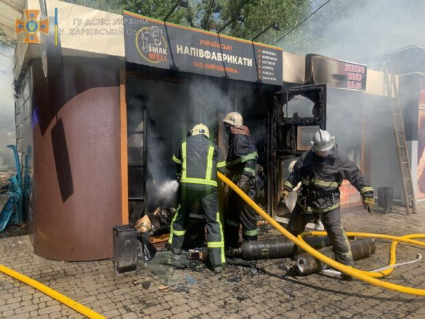 В Харькове сгорел продовольственный киоск