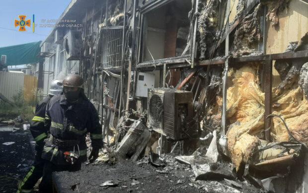 В Харькове на рынке сгорело три торговых павильона