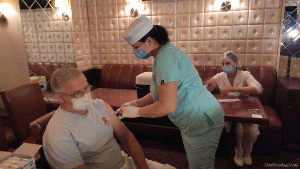В Харьковской области для трудовых коллективов создают дополнительные условия для вакцинации