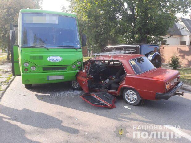 Водитель легкового авто, который врезался в маршрутку, умер в больнице