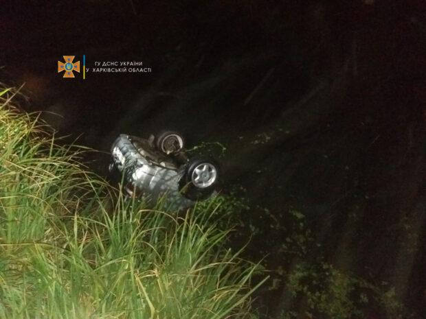 В Харьковской области авто вылетело с обрыва в реку: утонул пассажир