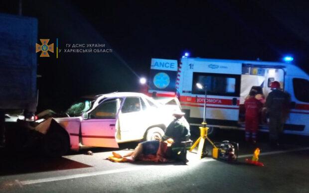 В Харьковской области столкнулись легковой автомобиль и грузовик: погиб водитель, еще три человека попали в больницу