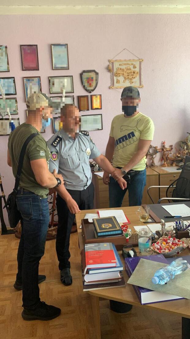 В Харькове задержали декана ХНУВД, который требовал взятку за поступление в аспирантуру