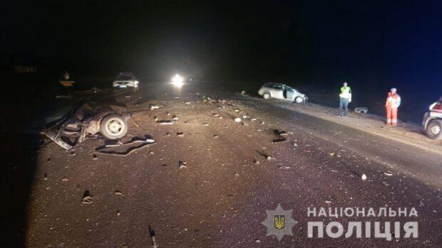 В Харькове в результате лобового столкновения автомобилей погиб один из водителей