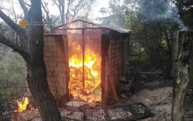 Под Харьковом на территории садового общества сгорел дачный дом, в нем обнаружили тело погибшего