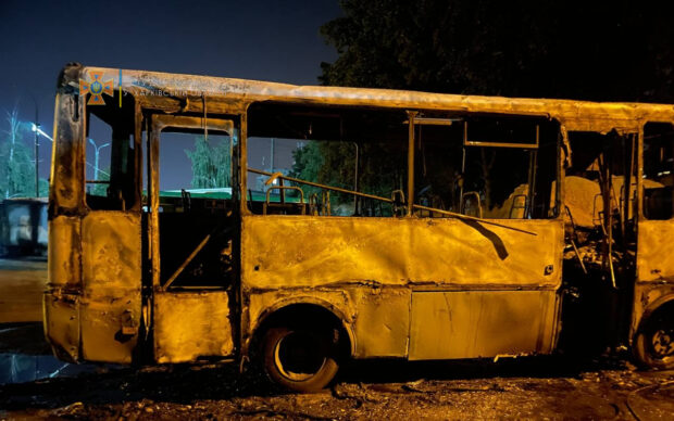 В Харькове за ночь сгорел автобус и два легковых автомобиля