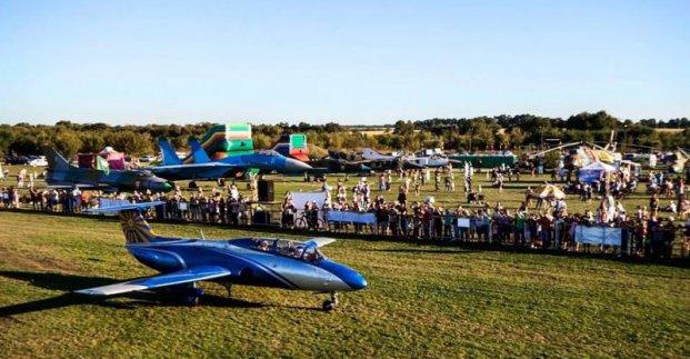 На аэродроме «Коротич» проходит авиационный фестиваль