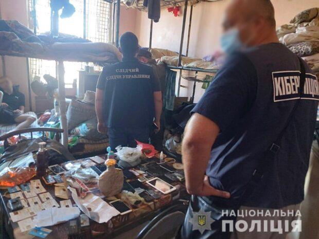 В Харьковской области ликвидировали мошенническую схему в Интернете, которую организовал 20-летний заключенный