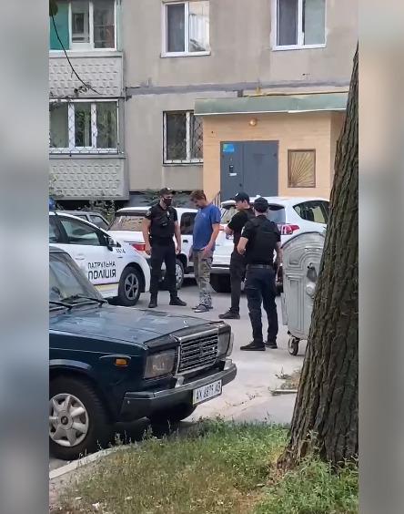 В Харькове мужчину, который угрожал взорвать подъезд дома, доставили в психиатрическую больницу