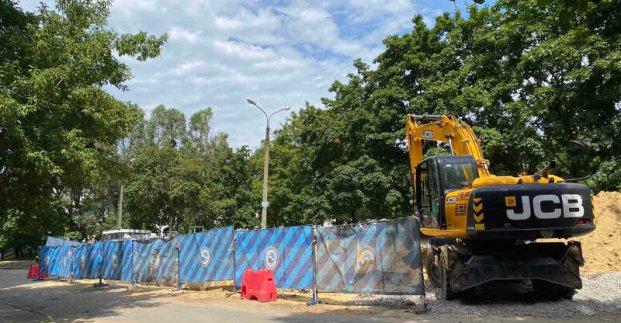 На улице Гарибальди перекладывают сети водоснабжения