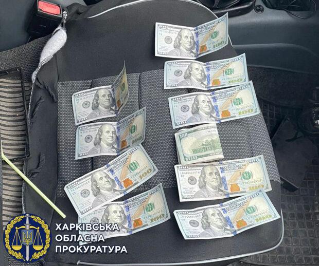 1000 долларов США за непривлечение к уголовной ответственности: в Харькове задержали капитана полиции
