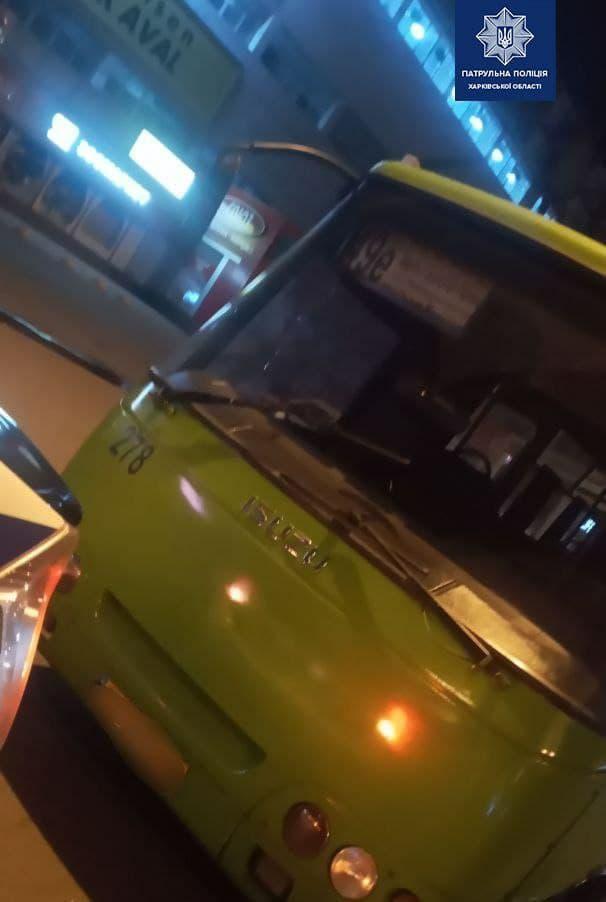 В Харькове водитель маршрутки предложил патрульным 20 тысяч гривен, чтобы не проходить освидетельствование