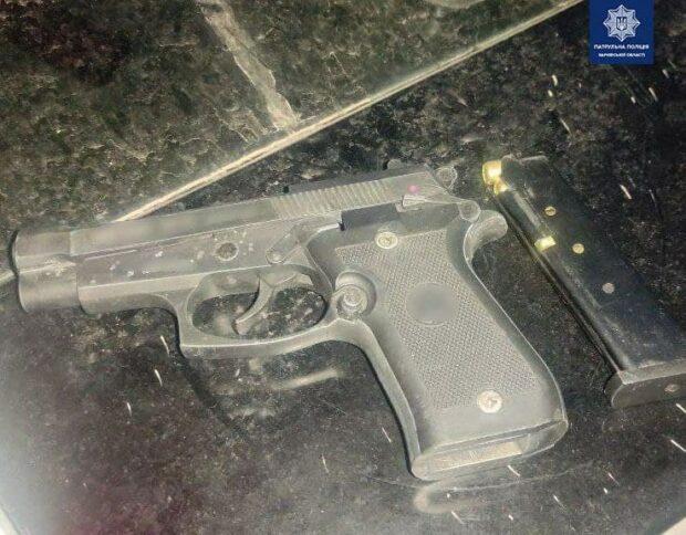 В Харькове задержали вооруженного мужчину, которого подозревают в ограблении терминала для пополнения счета