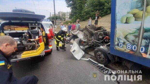 В Харькове во время движения у грузовика отпала кабина
