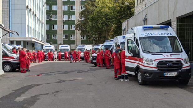 Подразделениям экстренной медицинской помощи Харьковщины передали 17 новых карет «скорой»