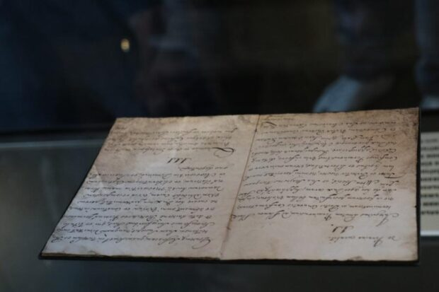 В Украину впервые в истории привезли оригинал Конституции Филиппа Орлика
