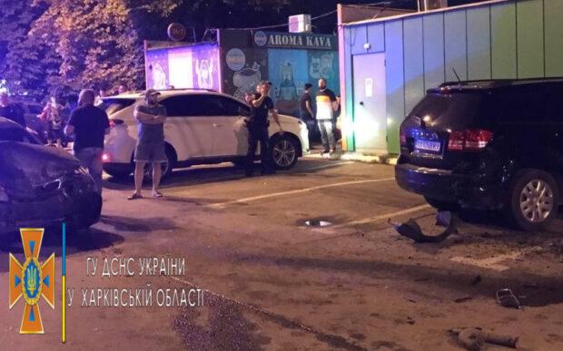 В Харькове водитель Daewoo Lanos врезался в припаркованные автомобили