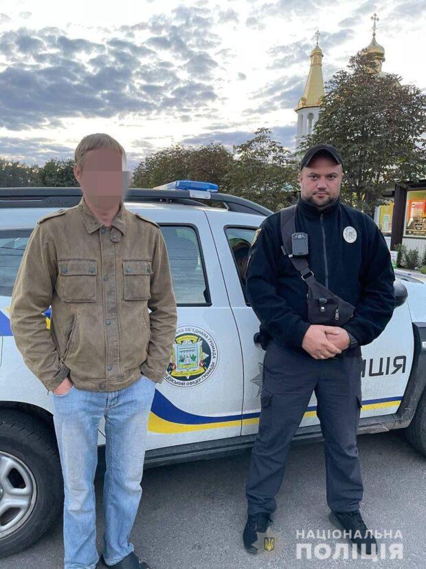В поселке под Харьковом на мужчину, который повредил манекен школьника возле лицея, составили админпротокол