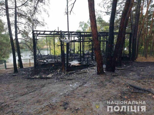 На базе отдыха в Печенегах сгорел дом: пострадали два человека