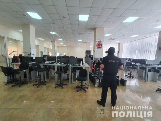 Представлялись сотрудниками банка и выманивали деньги: в Харькове прекратили деятельность мошеннических call-центров
