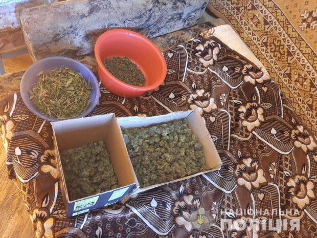 Полицейские нашли в квартире харьковчанина 400 граммов каннабиса