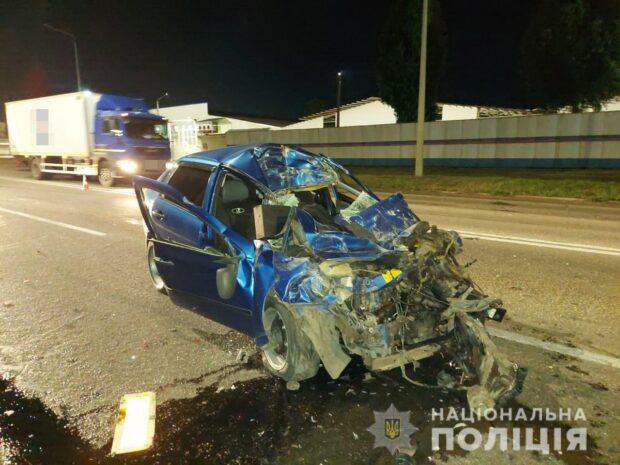 В Харькове легковой автомобиль врезался в бензовоз: погиб водитель легковушки