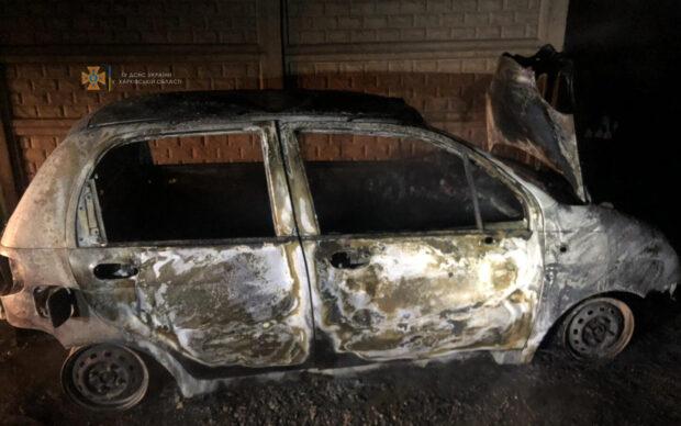В Харькове из-за неисправности проводки сгорел автомобиль