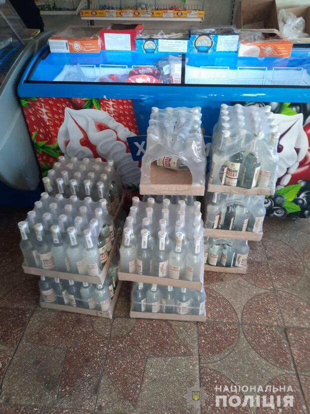В Харьковской области в магазине изъяли 100 литров алкоголя, который продавался без лицензии