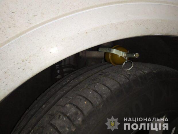 В Харькове мужчина после ссоры со знакомым положил гранату на колесо его автомобиля