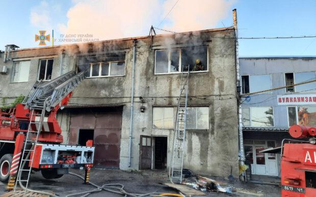 В Харькове сгорело складское помещение
