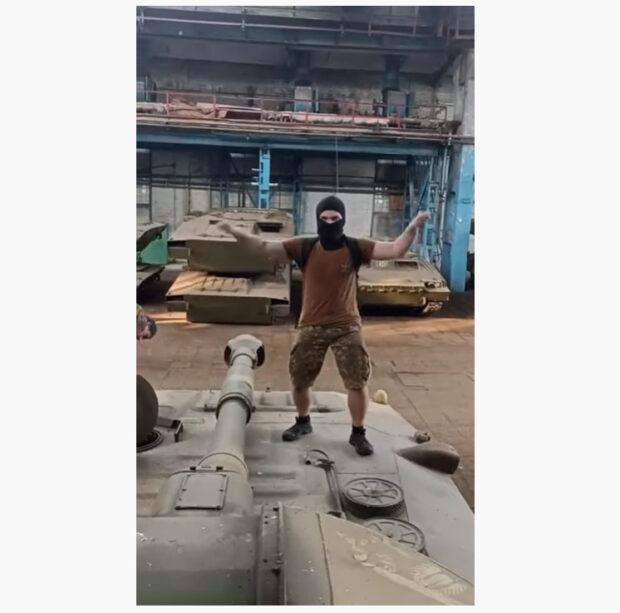 СБУ пообещала отреагировать на видео блогеров, которые снимали Tik-Tok на военной технике