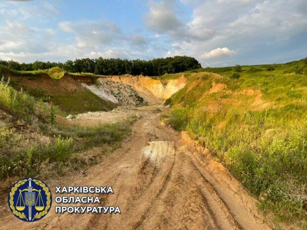 В Харьковской области прикрыли незаконный карьер