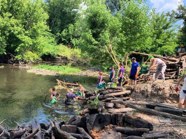 На реке Уды появится понтонный уловитель мусора