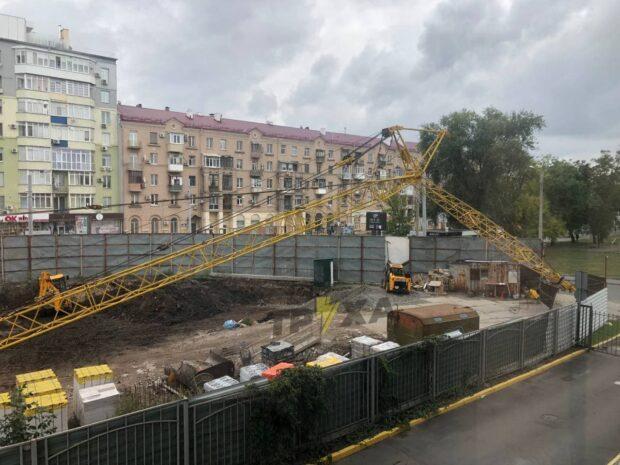 На стройке в центре Харькова снова упал строительный кран